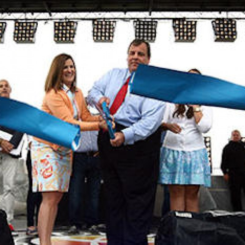 No Truce Yet as Christie Snubs Paul for Wife