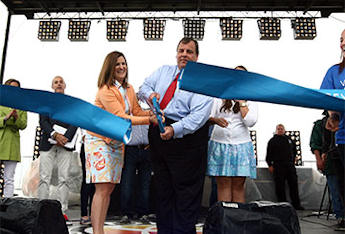 Christie (Smartly) Chooses Wife Over Rand Paul